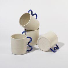Pottery Mugs, Ceramic Pottery, Pottery Art, Ceramic Cups, Ceramic Art, Keramik Design, Sculptures Céramiques, Ceramics Projects, Cool Mugs