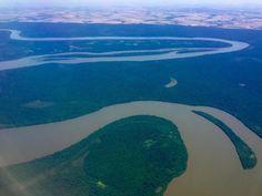 Esse é o rio Iguaçu visto da janelinha do avião. Estamos chegando no nosso próximo destino que foi eleito uma das 7 novas maravilhas da natureza!!!! Estou mega ansiosa pra conhecer essa belezura toda  #cataratas #cataratasdoiguaçu #waterfall #fozdoiguaçu #river#iguaçunationalpark #parquenacionaldoiguaçu #mtur #partiubrasil #visitbrasil #viagemestadao #missãovt #jornaloglobo #boaviagemoglobo #olhar_brasil #viagenserotas #viajenaviagem #igtravel #brasil #brazil#instatravel #wanderlust…