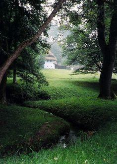 Hobbingen  - in Siebenbürgen (Rumänien) Rings Film, Peter Jackson Movies, Middle Earth, Lord Of The Rings, Tolkien, The Hobbit, Highlights, Country Roads, Plants