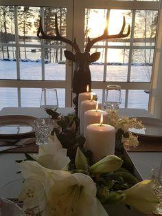 Dukat för julafton. Table Decorations, Furniture, Home Decor, Decoration Home, Room Decor, Home Furnishings, Home Interior Design, Dinner Table Decorations, Home Decoration
