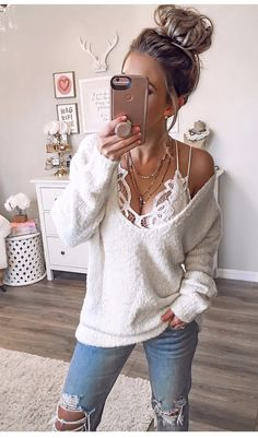 Fav combo of all time! Found this sweater back in stock Fav combo of all time! Found this sweater back in stock Source by and bralette outfit Mode Outfits, Trendy Outfits, Fashion Outfits, Womens Fashion, Modest Fashion, Fashion Tips, Fall Winter Outfits, Spring Outfits, Summer Outfits Women