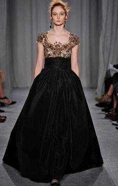 <p>Vestido negro con dorado de Marchesa</p> 0 personas lo aman, 0 lo odian, ¿y tú?