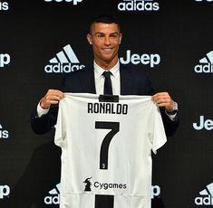 Cristiano Ronaldo Discusses Messi & More at Juventus Unveiling Cr7 Juventus, Juventus Players, Cristiano Ronaldo Juventus, Psg, Neymar, Juventus Soccer, Antoine Griezmann, Champions Leauge, Ronaldo 9