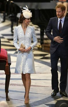 Kate Middleton Just Revealed the Cutest Thing About Princess Charlotte& Royal Personality Also, that cream fascinator deserves an award. Kate Middleton Outfits, Kate Middleton Stil, Estilo Kate Middleton, Kate Middleton Photos, Royal Fashion, Look Fashion, Charlotte Royal, Pale Blue Dresses, Die Queen