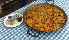 Descubre la receta auténtica de la paella valenciana. Ingredientes, preparación y restaurantes donde tomar una buena paella