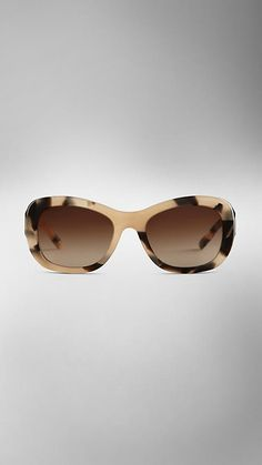 af1661ab3d82 Burberry Mid Tone Horn Trench Collection Round Frame Sunglasses - Created  to celebrate the launch of
