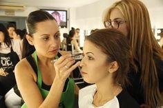 En la escuela nos pasamos el día... maquillando!!! We love Colors!  en Colors-Up Escuela de Maquillaje Profesional.