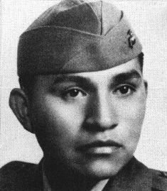 Medal of Honor recipient Ira Hayes, USMC. When young Ira Hayes left the Arizona Gila Indian reservation to go war as a US marine, the chief of the Pima Indian tribe told Ira to make his people proud and bring back Honor. Navajo, Native American History, American Indians, American Soldiers, American Flag, Ira Hayes, Cherokee, Pima Indians, Iwo Jima