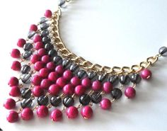 Maxi colar pedras burgundy Beaded Jewelry Patterns, Summer Jewelry, Diy Jewelry Making, Diy Necklace, Beautiful Necklaces, Handmade Necklaces, Beaded Earrings, Jewelry Crafts, Jewelery