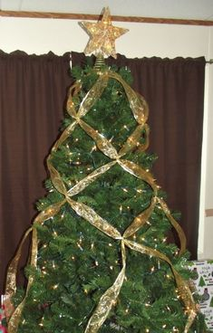 How to Criss Cross Ribbon on a Christmas Tree