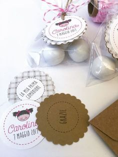 perfiloepersegno: Una suite per Carolina First Communion, Favor Tags, Confetti, Ale, Favors, Place Card Holders, Baby Shower, Graphic Design, Party