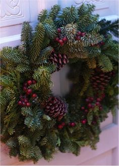 Tip to make FREE DIY Fresh Christmas Wreaths and Garlands! via TheFrugalG event Diy Christmas Garland, Christmas Wreaths To Make, Christmas Flowers, Noel Christmas, Holiday Wreaths, Christmas Crafts, Christmas Decorations, Natural Christmas, Christmas Countdown