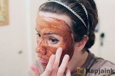 face-peeling-made-of-coffee-honey-and-olive-oil