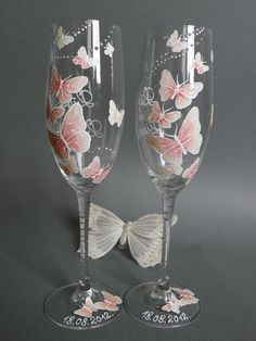 Hand painted Wedding Toasting Flutes Set of 2 Personalized Champagne glasses White and pink Butterflies love flight from pastinshs on Etsy. Painted Champagne Flutes, Wedding Champagne Flutes, Champagne Glasses, Decorated Wine Glasses, Hand Painted Wine Glasses, Papillon Rose, Papillon Butterfly, Decoration Shabby, Glass Painting Designs