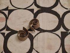 LUOVAKELLARI: Tyhjistä vessapaperirullista lampunvarjostin Washer Necklace