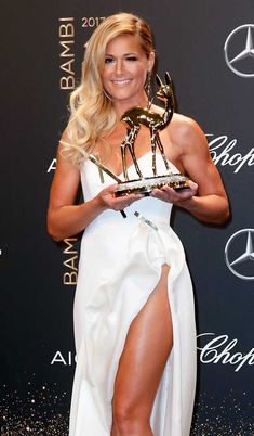 National Music' Award Winner Helene Fischer poses with award at the Bambi Awards 2017 - Pictures by Isa Foltin / Getty Images for Kryolan / Image.net / Atlantic Images #HeleneFischer #Bambi