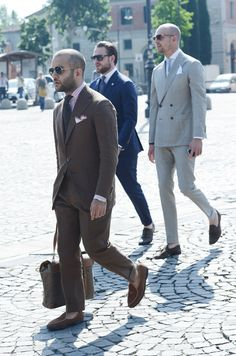 TOMMY TON great image of classic italian street style Tommy Ton, Modern Mens Fashion, Classy Suits, Suit Shoes, Stylish Boys, Sharp Dressed Man, Modern Man, Formal, Mens Suits