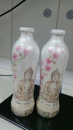 Garrafas de suco modificadas com tinta acrilica e decupagem