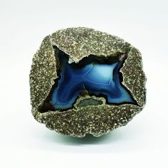 Tree Agate, Agate Geode, Crystal Healing Stones, Quartz Crystal, Blue Crystals, Stones And Crystals, Crystal Jewelry, Gemstone Jewelry, Geode Rocks