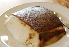 Μια πανεύκολη συνταγή από τη Μικρά Ασία, για ένα υπέροχο Ανατολίτικο γλύκισμα. Καζάν Ντιπί με λίγα υλικά, για εσάς και τους καλεσμένους σας, για την απόλυτη γλυκιά απόλαυση. Υλικά 1 1/2 λίτρο γάλα 2 1/2 φλ. τσαγιού ζάχαρη άχνη + 1/4 φλ. επιπλέον 2 φλ. τσαγιού ρυζάλευρο 2 καψουλίτσες βανίλ Greek Sweets, Greek Desserts, Sweets Recipes, Cake Recipes, Cooking Recipes, Turkish Recipes, Greek Recipes, Greek Cake, Low Calorie Cake