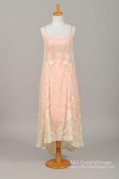 1930 Embroidered Vintage Wedding Dress #weddingdress #weddinginspiration