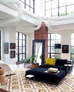 Home Design Bel espace de vie. Verrière et murs blancs.