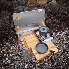 Mobile Outdoor Campingküche - Einfach genial! Auto Camping, Minivan Camping, Best Camping Gear, Truck Camping, Tent Camping, Outdoor Camping, Portable Camp Kitchen, Camp Kitchen Box, Chuck Box