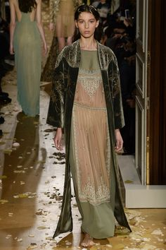 Valentino Spring 2016 Couture Fashion Show - Alice Metza (Elite) Looks like fashion is taking a look back in history.