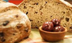 bread with olives dried tomatoes and feta cheese! Dried Tomatoes, In The Flesh, Bread Recipes, Feta, Holi, Banana Bread, Benefit, Muffin, Healthy