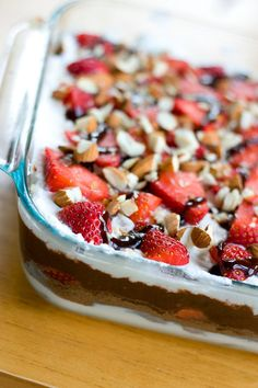 This Seven Layer Dip is with dessert! An easy dessert and party food that you will love, with easy-to-find ingredients like strawberries, cream cheese, chocolate pudding, almonds and whipped cream. (s(Mexican Chocolate Pudding) Oreo Dessert, Dessert Dips, Eat Dessert First, Dessert Recipes, Dip Recipes, Layered Desserts, Easy Desserts, Delicious Desserts, Yummy Food