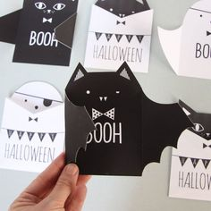 """WELCOME HALLOWEEN"""" 20 DIY Halloween party ideas and how to realize them. A selection of the main stuff that you need for your amazing Halloween party: invitations, decorations, pumpkin lanterns and treat bag gifts. Carte D'invitation Halloween, Happy Halloween, Diy Halloween Food, Diy Halloween Decorations, Holidays Halloween, Diy Halloween Cards, Halloween Invitations, Diy Invitations, Invitation Cards"""