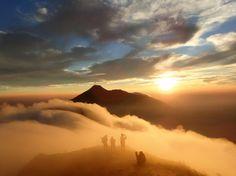 Kurz nach einem Sturm über dem indonesischen Berg Gunung Andong - nördlich von...