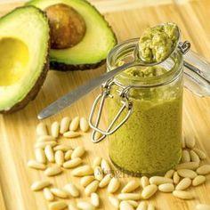 Pesto di avocado No Salt Recipes, Raw Food Recipes, Vegetarian Recipes, Cooking Recipes, Salsa Dulce, Healthy Sauces, Avocado Pesto, Sweet Chilli, Finger Food Appetizers