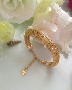 Ali Baba Selani Gold and diamond suppliers Dubai. Antique Jewellery Designs, Gold Ring Designs, Gold Bangles Design, Gold Jewellery Design, Jewelry Design Earrings, Gold Earrings Designs, Gold Jewelry Simple, Stylish Jewelry, Ali Baba