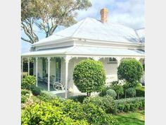 Best exterior paint colours for house australian brick ideas Best Exterior Paint, Exterior Paint Colors For House, Paint Colors For Home, House Colors, Exterior Design, Paint Colours, Weatherboard House, Farmhouse Garden, Modern Farmhouse