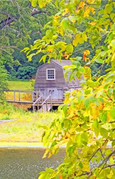 Beautiful fall scene at Concord MA.  Click to see our New England Fall Foliage videos.