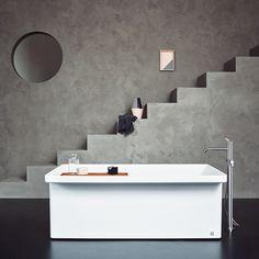 Agape Marsiglia bathtub designed by LucidiPevere and Square taps by Benedini Associati. Learn more on agapedesign.it #agapedesign #interior #design #bathroom