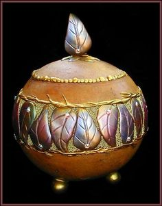 Discover thousands of images about Learn to make this sophisticated gourd bowl using Apoxie Sculpt Decorative Gourds, Hand Painted Gourds, Leaf Bowls, Gourd Art, Pyrography, Medium Art, Wood Carving, Sculpting, Art Pieces