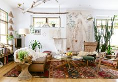Looking for a Interieur Maison Hippie. We have Interieur Maison Hippie and the other about Maison Interieur it free. Boho Chic Living Room, Living Room Decor, Boho Room, Dining Room, Earthy Living Room, Bohemian Living Spaces, Hippie Living Room, Hippie House, Cozy Living