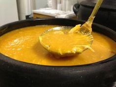 Em casa não falta sopa no jantar, mas uma das mais pedidas pelo maridão é o caldo de mandioca, fica cremoso e o sabor é maravilhoso.