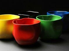 〔F〕漆職人チョン・ヘジョさんの「五色光律0831」。漆を塗ったこの作品は、韓国工芸の伝統素材と技法により独特の質感と曲線のデザインを表現しているらしい。