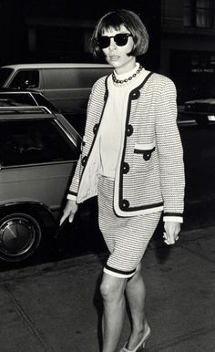 Anna Wintour leaving the Conde Nast Building in New York City, 1989.