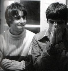 Liam and Noel Gallager - Oasis Liam Gallagher 1994, Lennon Gallagher, Noel Gallager, Oasis Fashion, Oasis Band, Liam And Noel, Beady Eye, We Will Rock You, Britpop