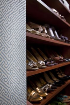 Wallpaper and shoe storage