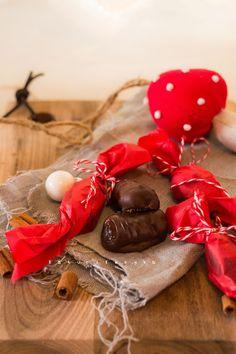 Katucikonyha: Mogyorókrémes szaloncukor cukormentesen Mousse, Truffles, Fondant, Food And Drink, Christmas Decorations, Reusable Tote Bags, Gift Wrapping, Homemade, Vintage