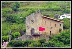 Ermita de Sta. Ana en Pasajes de S. Juan. Basque Country, Mansions, House Styles, Home Decor, Decoration Home, Manor Houses, Room Decor, Villas, Mansion