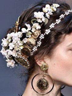 Hair Accessories Jewelry Dolce and Gabbana Pelo Vintage, Looks Halloween, Headdress, Statement Earrings, Her Hair, Fascinator, Headbands, Wedding Hairstyles, Fall Hairstyles