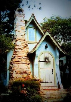 tiny house (just about my favorite tiny house EVER - been in love with this one for years and years)