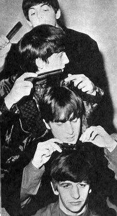 The Beatles combing each other's hair. John Lennon Beatles, Beatles Guitar, The Beatles, Tony Barber, Shaved Hair Cuts, Barber Shop Decor, Salon Signs, Hair Icon, The Fab Four
