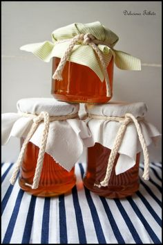 Delicious Titbits: Syrop (miód) z mniszka lekarskiego czyli tzw. miodek majowy / Homemade Dandelion Syrup Syrup, Preserves, Natural Remedies, Christmas Stockings, Reusable Tote Bags, Homemade, Holiday Decor, Liqueurs, Honey